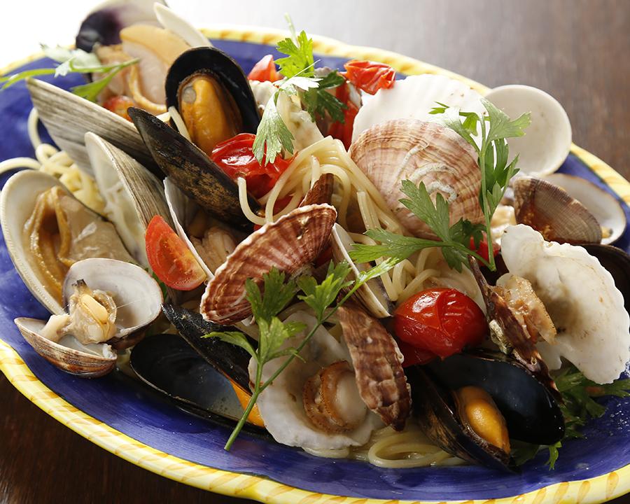 魚介それぞれの旨みがソースに染み出てコクのある一皿。 ・おすすめ!リングイーネ変更 +200円(税抜)